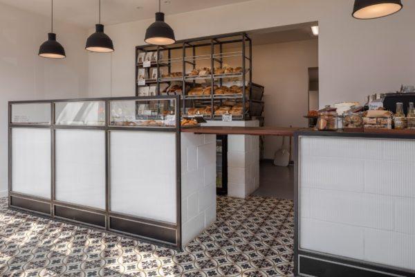 Panadería con suelo hidráulico