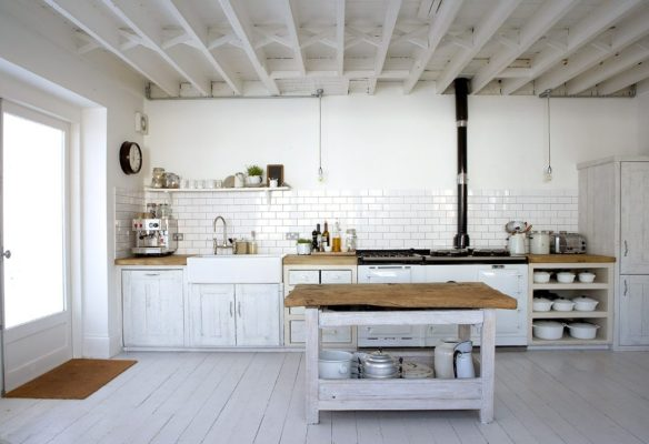cocina rústica con encimera de madera