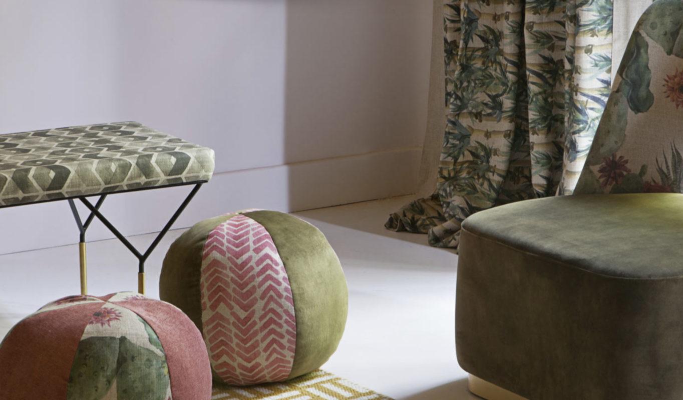 varios muebles auxiliares, cortinas y alfombra tapizados con tejidos gancedo