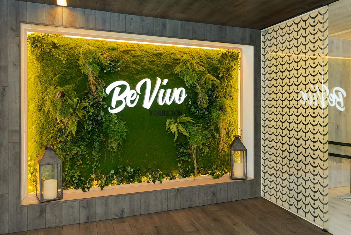Jardín vertical del proyecto de interiorismo del restaurante en madrid Be Vivo