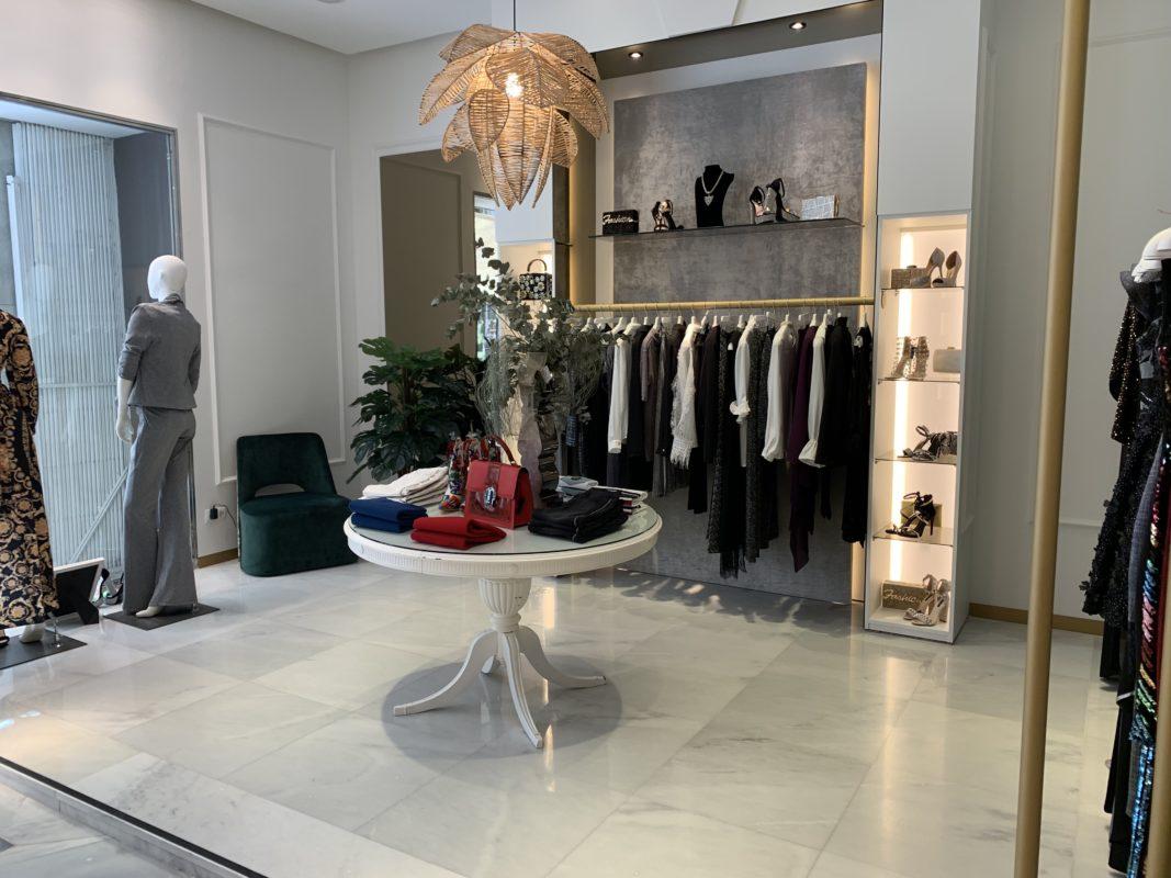 Tienda Sesfashion Gran Via es un concepto de tienda de ropa exclusiva fabricada en España.