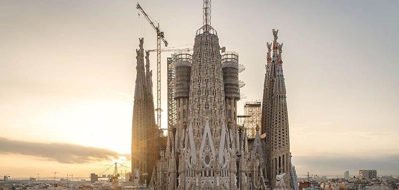 basílica católica de Barcelona construida por Gaudi