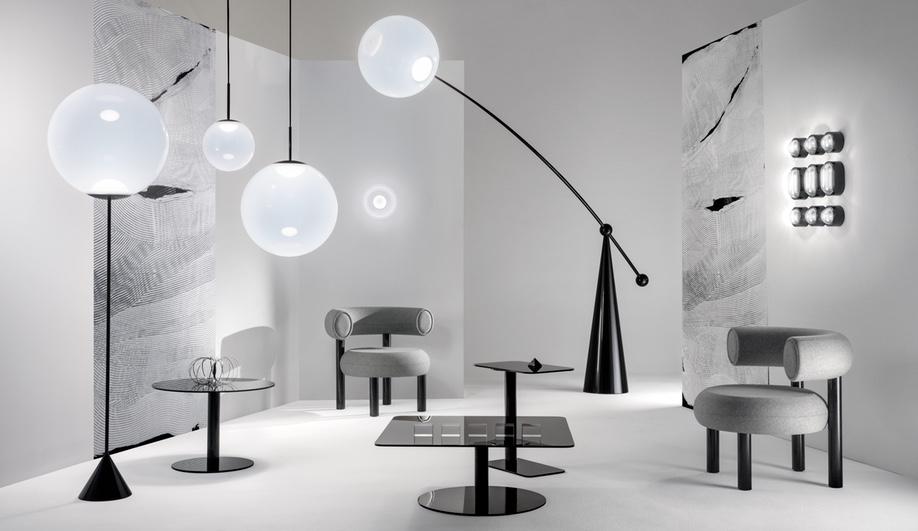 Habitación con muebles con iluminación en tonos blancos