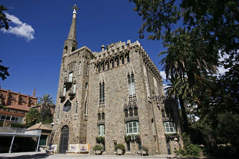 Fachada del edificio diseñado por Gaudí en Barcelona