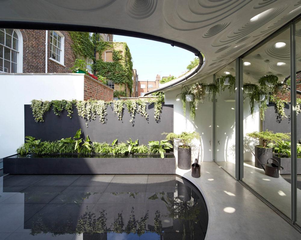 Plantas en terraza exterior con suelo de gress