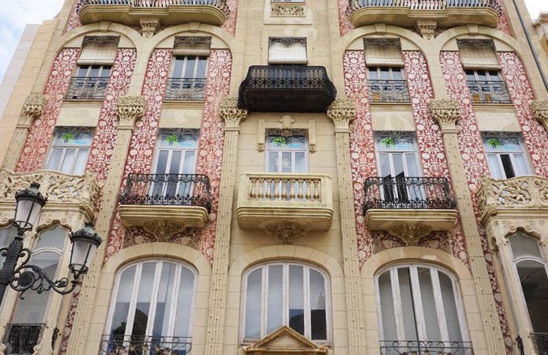 fachada con estampadofloral