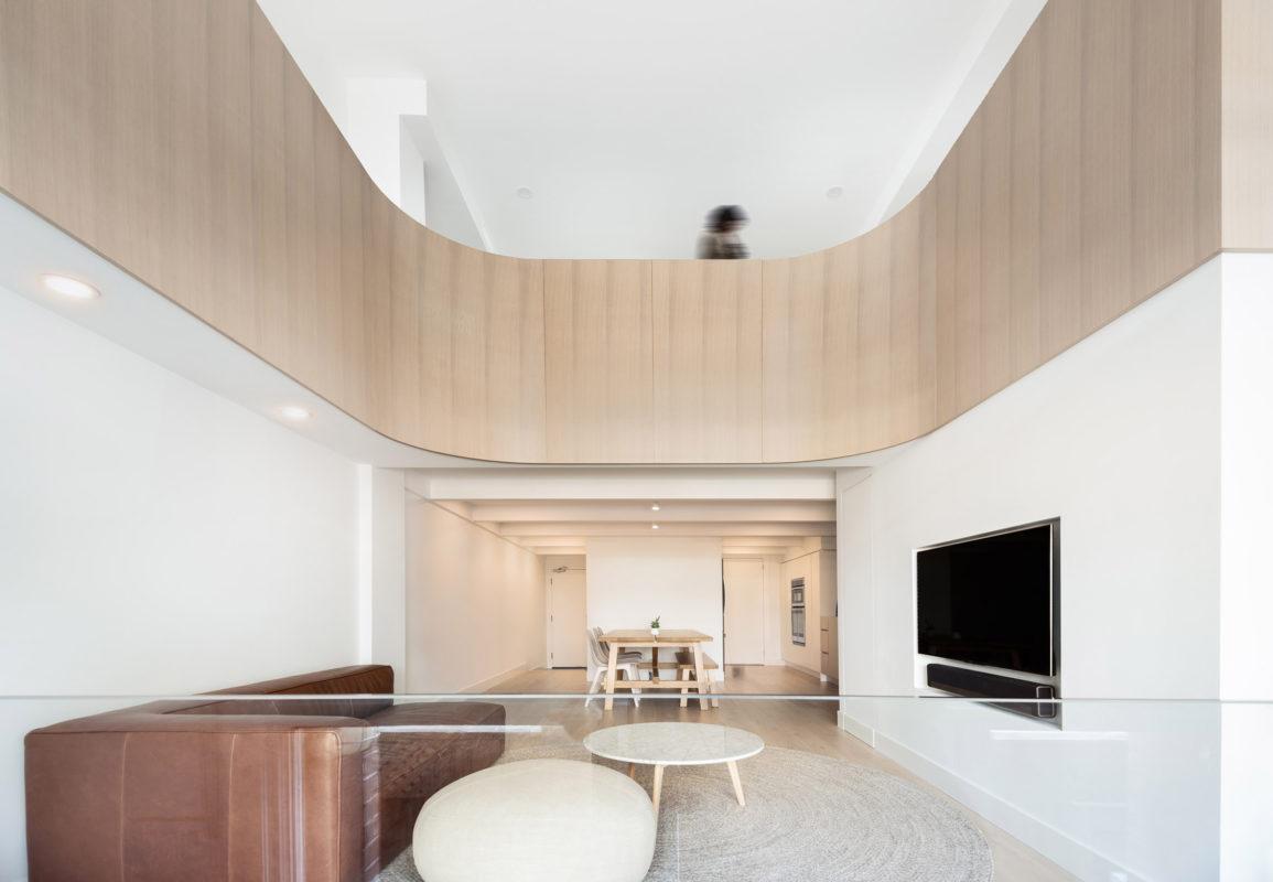 Gran apartamento sin ventanas con mucha iluminación.