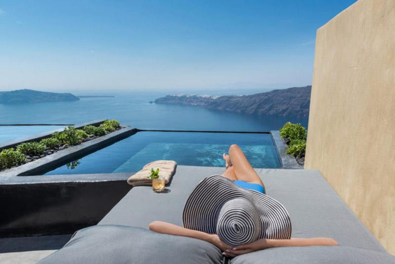 Piscina privada con vistas a las islas griegas