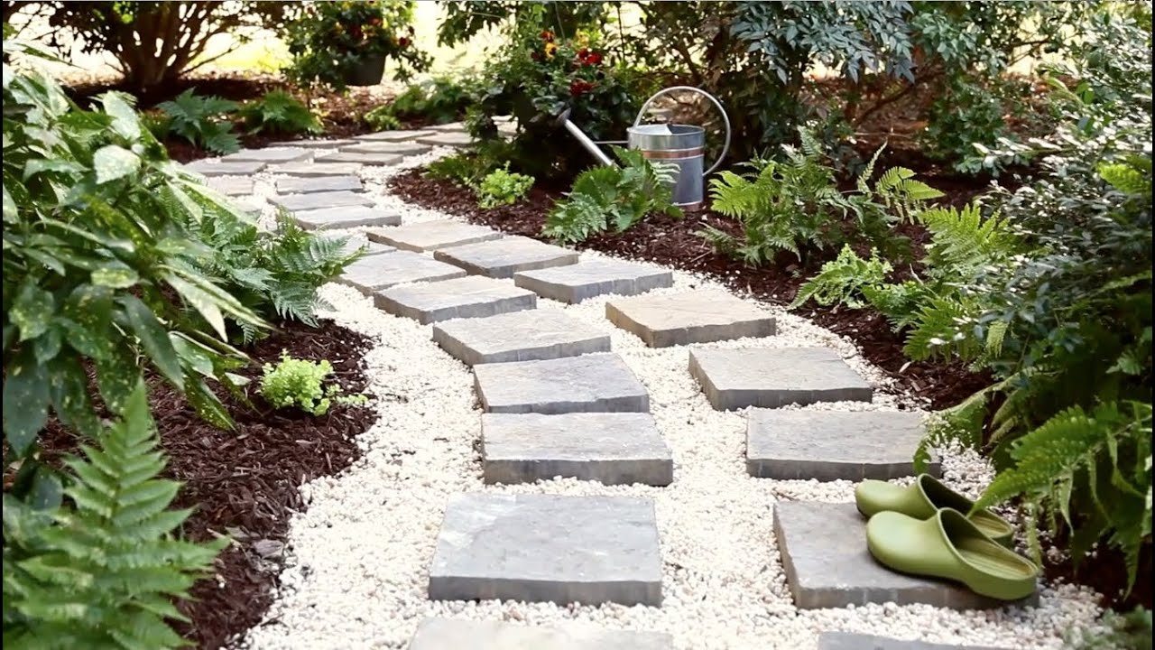 camino de peidras blancas en el jardin