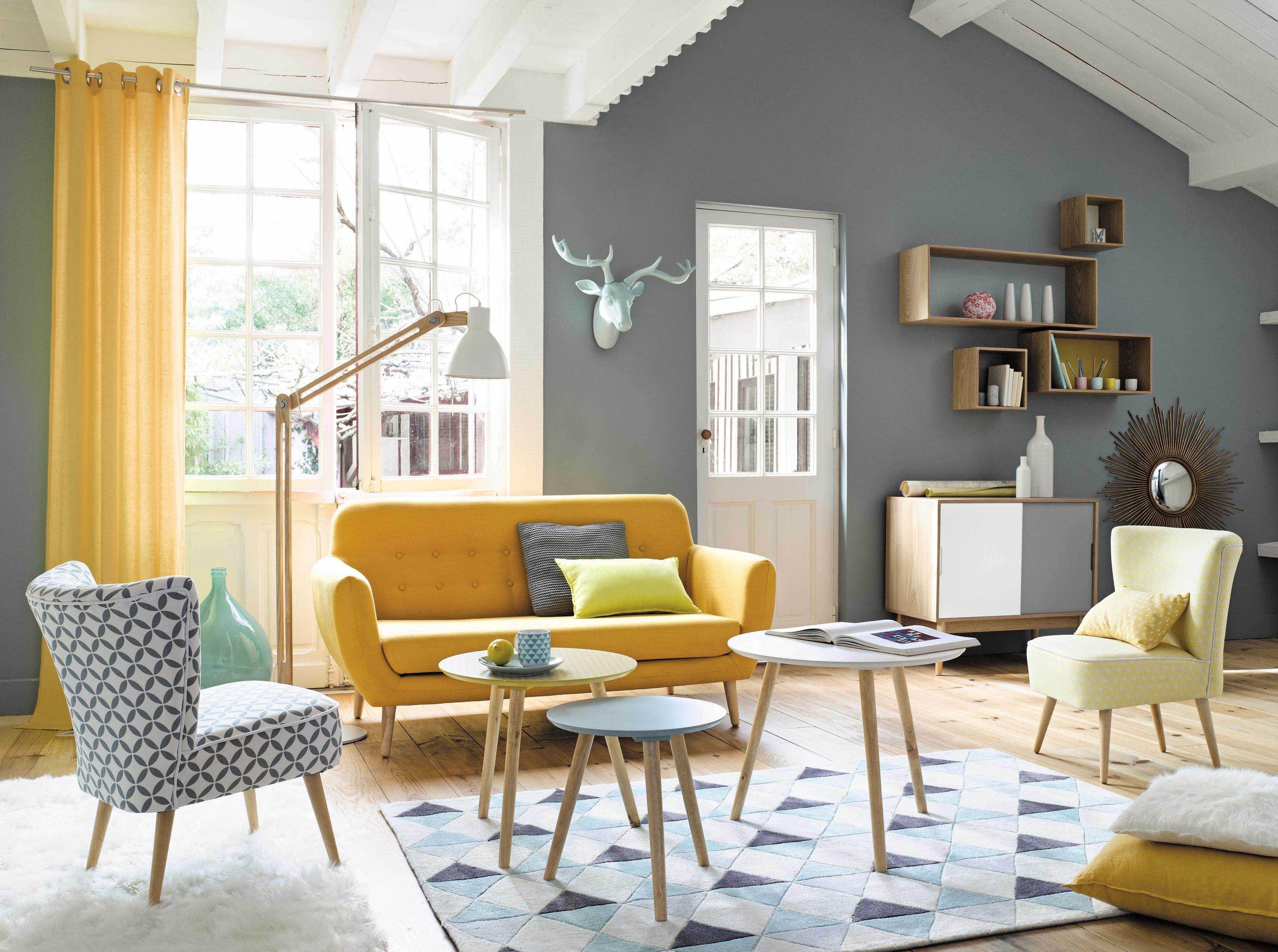 salon con muebles vintaje de colores claros