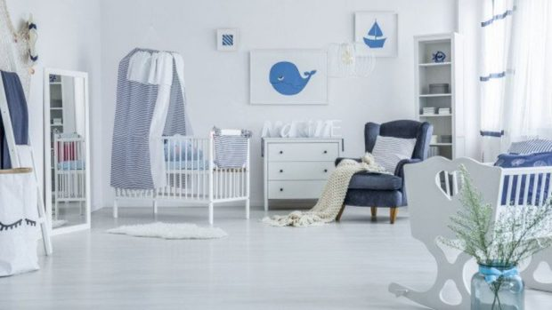Habitacion bebe con muebles y pared gris