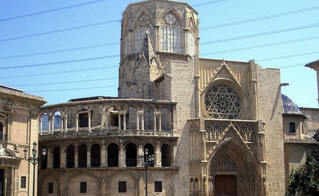 Catedral de valencia arquitectura gotica desde el exterior