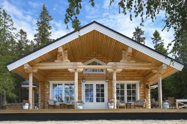 Exterior de porche en casa de madera
