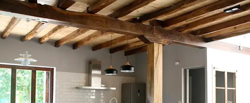 Techo de madera en la cocina