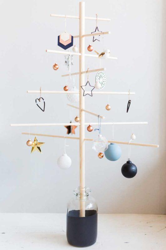 Arbol navidad minimalista con adornos