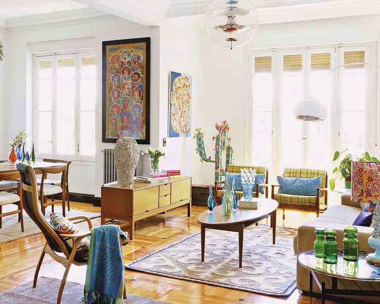 salon comedor con sillas y mesa estilo vintage