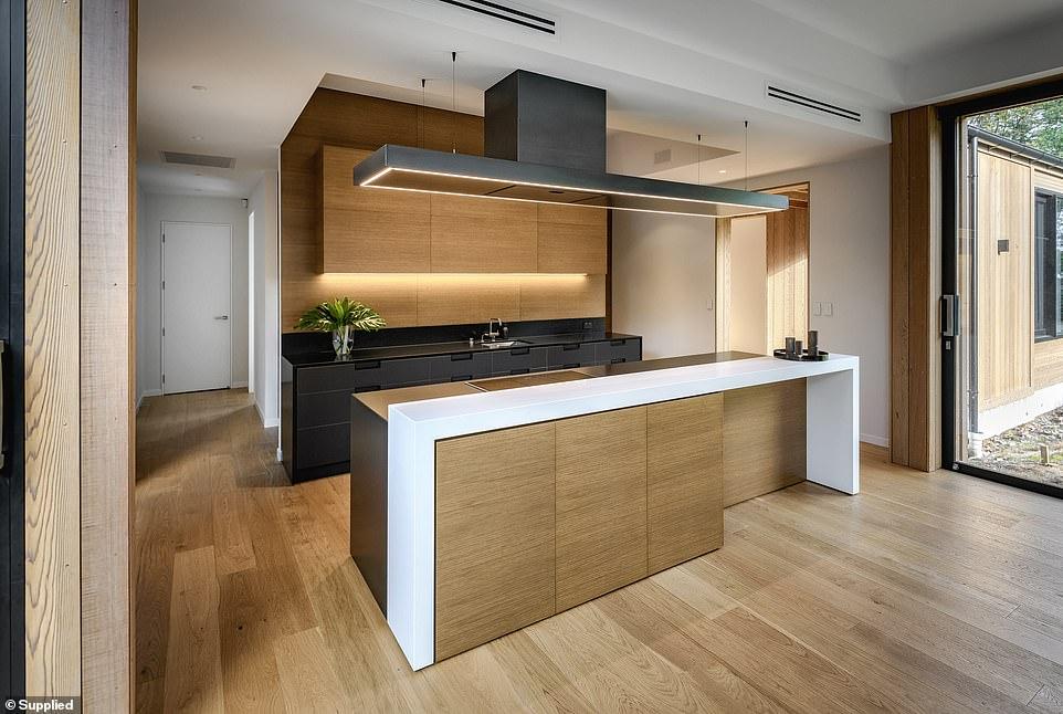 Cocina con acabados de madera