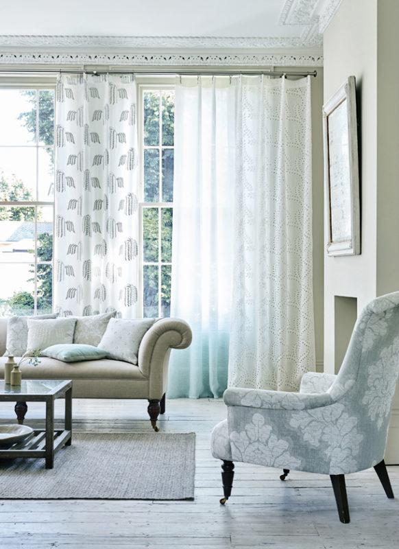 sofa con cortinas Gancedo para redecorar tu casa