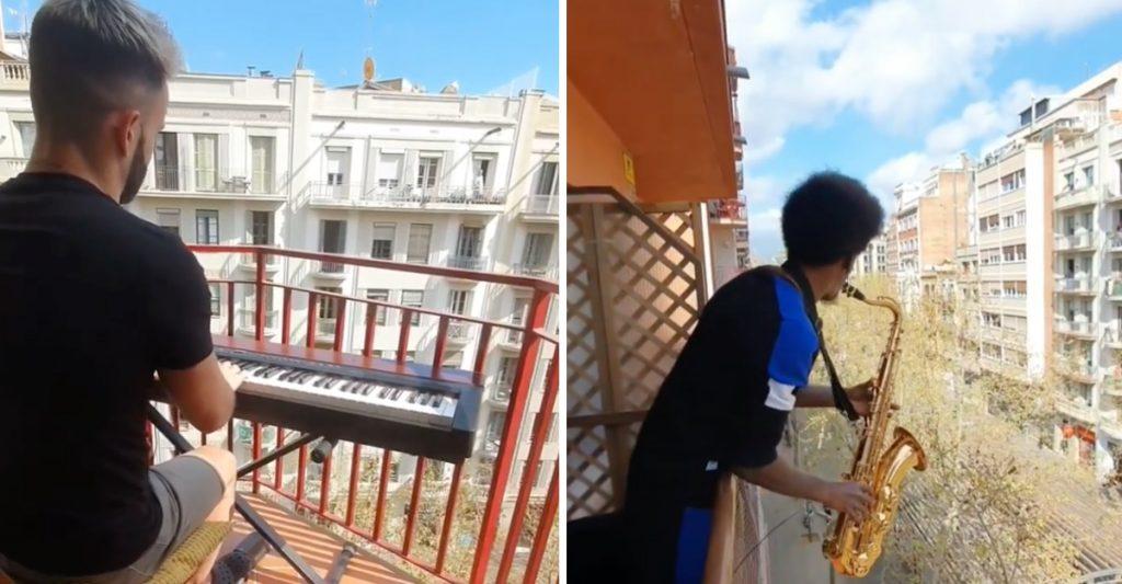 musicos tocando desde el balcon