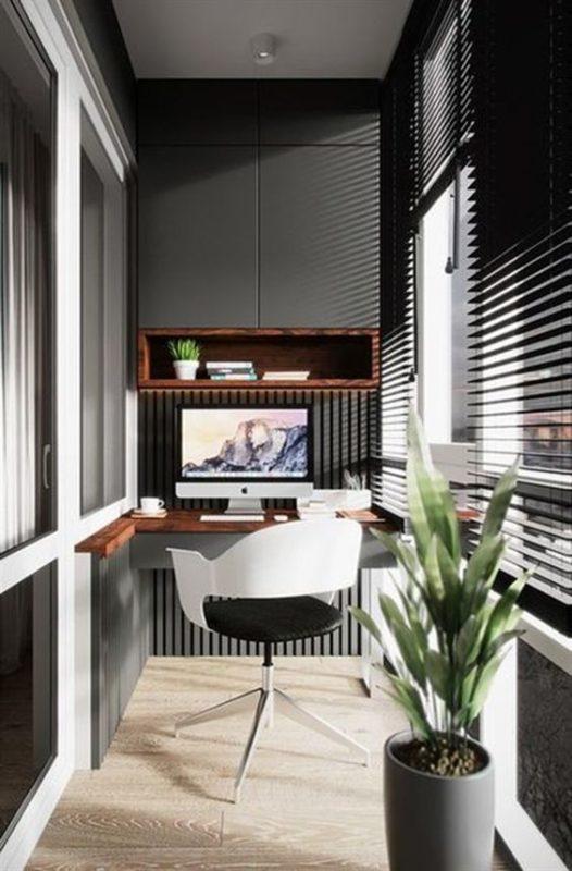 escritorio de oficina en el balcon
