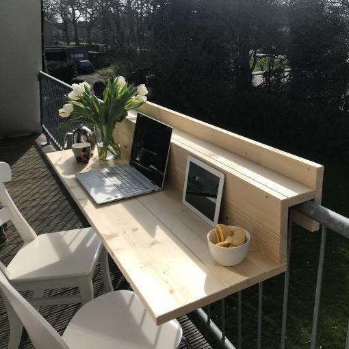 ordenador en oficina en el balcon
