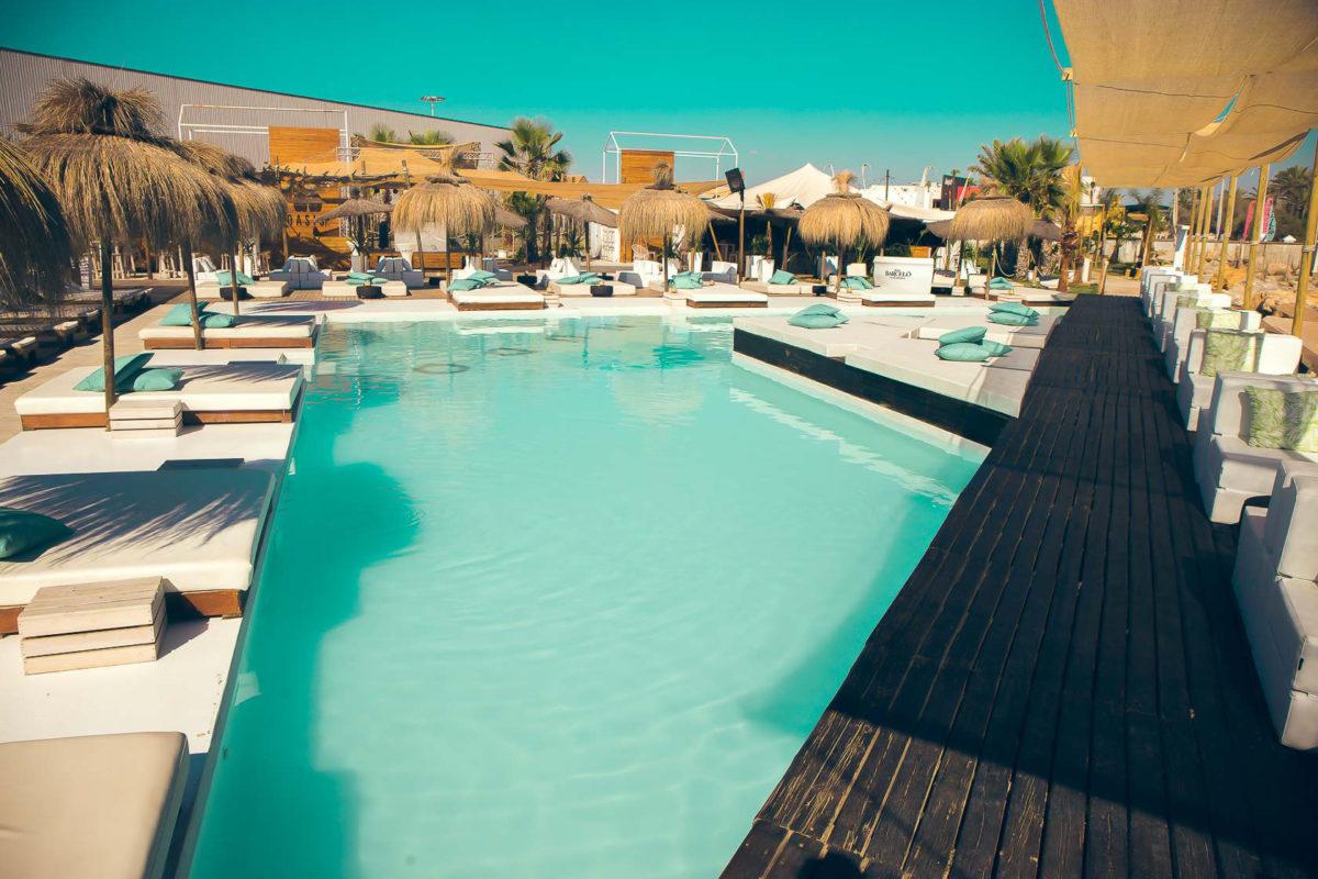 piscina beach club nudo