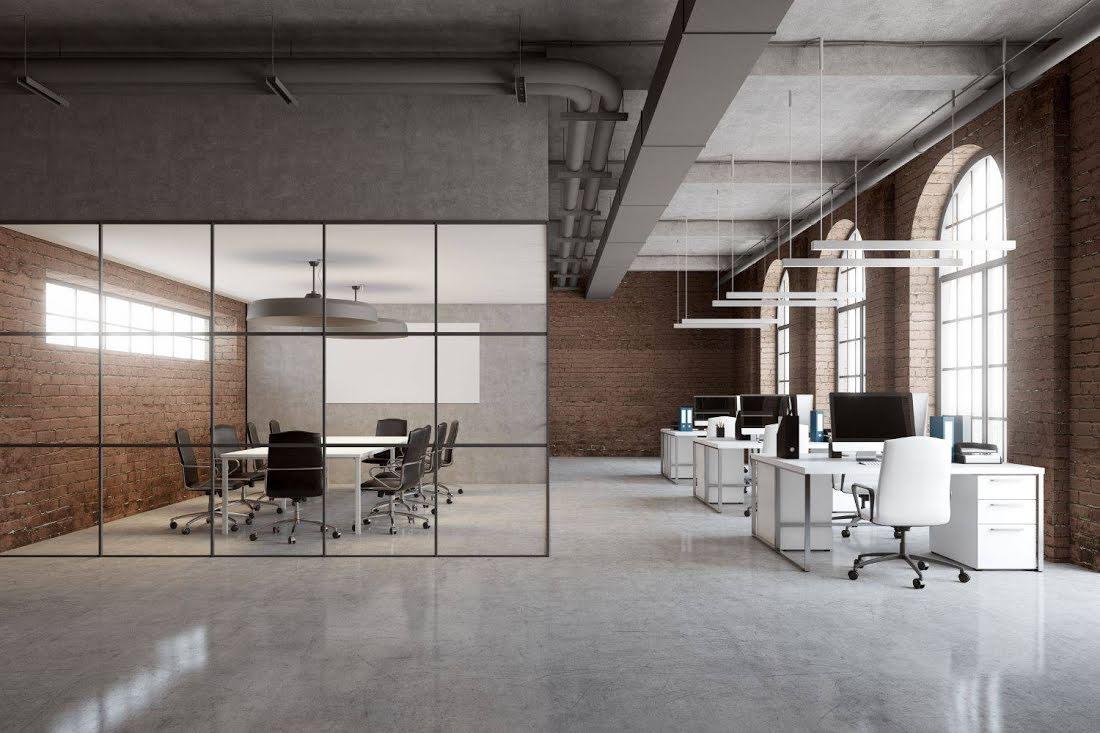 oficina de diseño amplia con oficina