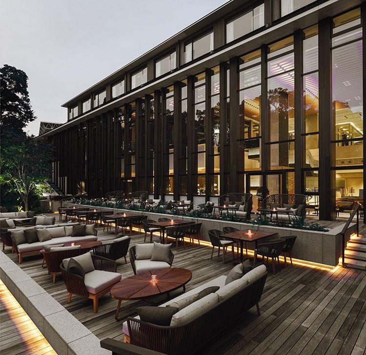terraza interior diseño con sofas y mesas y sofas exteriores