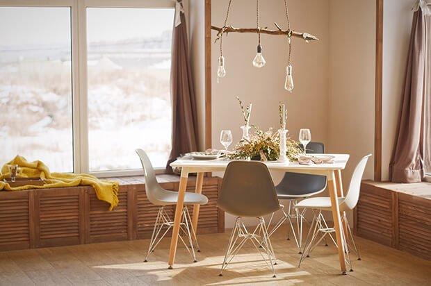 mesa comedor con detalles de naturaleza