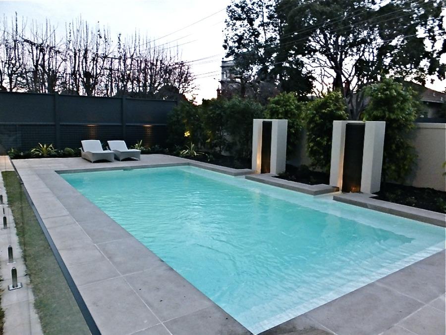 piscina diseño con lineas rectas