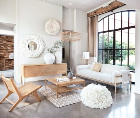 salon decoracion slow con sofa blanco y sillon madera