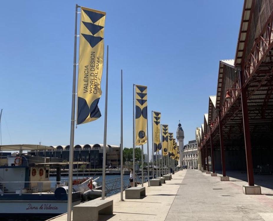 tinglados 2 de la marina de valencia con carteles valencia world design 2022