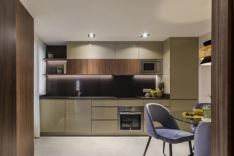 mobiliario cocina diseño en tono miel