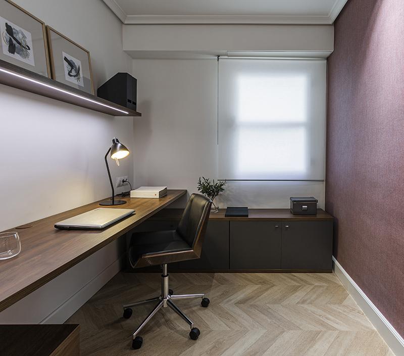silla y escritorio de despacho