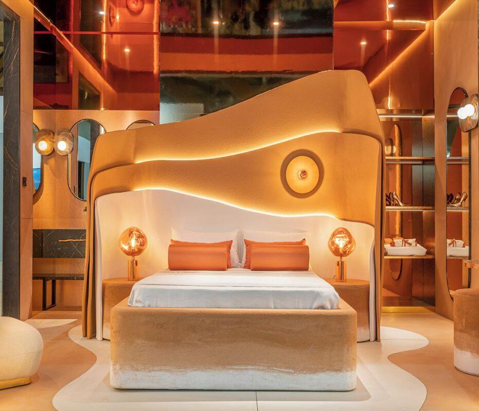 cama de diseño en tonos amarillos y naranjas