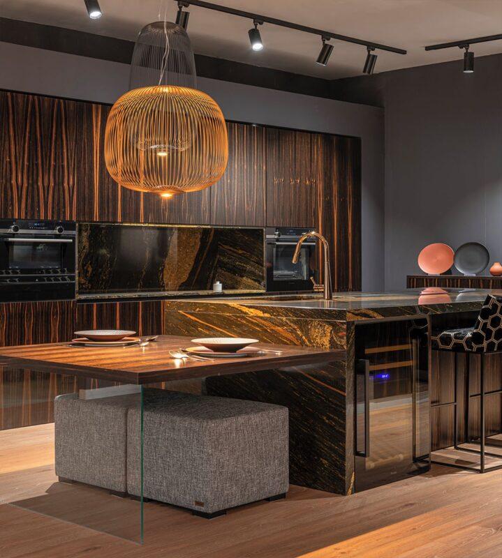 mobiliario de cocina exclusivo en tonos marrones madera
