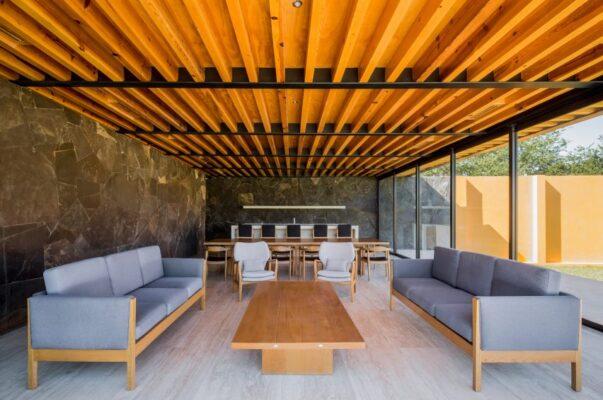 TErraza cubierta con techo de madera