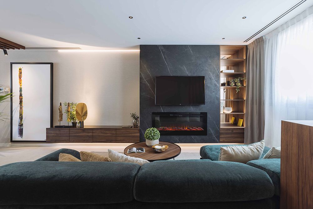 Salon con sofa y television